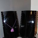 Fekete nyaklánc tartó, Dekorációs kellékek, Díszíthető tárgyak, Ékszerkészítés, 2 db fekete műanyag nyaklánc tartó, állvány, mérete 14*24cm, használt, de kiváló állapotban vannak,..., Alkotók boltja