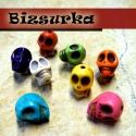 Koponya alakú gyöngy vegyes színekben, Gyöngy, ékszerkellék, Egyéb alkatrész, Koponya alakú gyöngy. Medál, karköt?, fülbevaló vagány alapanyaga lehet.  Színek: fehér, piros, lila..., Alkotók boltja