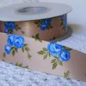 Kék virágmintás egyoldalas szatén szalag, Textil, Anyagcsomag, Krémszínű széles kék virágmintás, egyoldalas szatén szalag, mely kiváló virágkötőknek, ajándék díszí..., Alkotók boltja