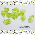 Zöld akril levél-csomag (10db), Gyöngy, ékszerkellék, Egyéb alkatrész, Üde zöld színű, akril levél charm, vidám kiegészítője lehet ékszereidnek ;)  Mérete: 1,8cm anyaga: a..., Alkotók boltja
