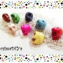 KOPONYA alakú SZÍNES gyöngy-szett (8db), Gyöngy, ékszerkellék, Figurális gyöngyök, 8 db vegyes színű gyöngy, koponya alakúra formázva várja, hogy szuper ékszer (fülbevaló, karkötő, ny..., Alkotók boltja