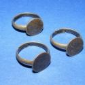 Gyűrű alap(38.minta/3db), Gyöngy, ékszerkellék, Egyéb alkatrész, Ragasztható tárcsás gyűrű alap antik bronz színben. Mérete:a karika átmérő 17mm.A tárcsa ..., Alkotók boltja