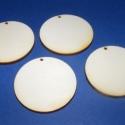 Fa füli alap 60mm(teli kör /4db), Gyöngy, ékszerkellék, Egyéb alkatrész, Ékszerkészítés, Famegmunkálás, Szerelékek, Fa alap fúrt(teli kör/4db) Mérete 60mm. Az ár 4db fa alapra vonatkozik.A korongon 2mm-es furat talá..., Alkotók boltja