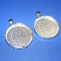 Medál alap ezüst színben (120 minta 2db), Gyöngy, ékszerkellék, Egyéb alkatrész, Ékszerkészítés, Szerelékek, Medál alap kerek (ezüst színben,2db) Mérete 36(akasztóval)x28x3mm.A belső mérete 25mm.Az akasztó be..., Alkotók boltja