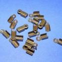 Bőrvég (430/E minta/20 db) - 10x4 mm, Gyöngy, ékszerkellék, Egyéb alkatrész, Ékszerkészítés, Szerelékek, Bőrvég (430/E minta) - antik bronz színben  Mérete: 10x4 mm (befogó rész: 6x4x4 mm) A furat mérete:..., Alkotók boltja