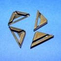 Fémsarok-11 (17x17mm/4db), Fémsarok-11 17x17mm(4db)bronz színben. Használható táskák,pénztárcák,albumok...stb sarkainak merevít..., Alkotók boltja