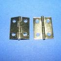 Zsanér-17 (18x14 mm) - arany, Vegyes alapanyag, Csat, karika, zár, Mindenmás, Fémmegmunkálás, ötvösség, Ékszerkészítés, Szerelékek, Dobot zsanér (17. minta) - arany színben  A zsanér mérete nyitottan: 18x14 mm Furat mérete: 2,5 mm ..., Alkotók boltja