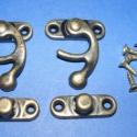 Doboz csat-3 (bronz, 2db), Szerszámok, eszközök, Csat, karika, zár, Ékszerkészítés, Famegmunkálás, Szerelékek, Díszes doboz zár(2db)bronz színben. Mérete felső rész 28x35mm        alsó rész 28x9mm A csomag tart..., Alkotók boltja