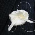 Esküvői kitűzők, Textil, Dekorációs kellékek, Varrás, Virágkötészet, A násznép számára egyszerű kivitelben készült kitűzők, szatén és organza alapanyagból. Ha az esküvő..., Alkotók boltja