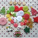 Karácsonyra készülő 50 db-os csomag műanyag és fa gombokkal, Gomb, Dekorációs kellékek, Mindenmás, Varrás, Gomb, Karácsonyi csomag vegyes színekben és formákban 50 db/csomag Mérete: 6 mm - 37 mm Ára: 730 Ft/csoma..., Alkotók boltja