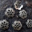 Antik ezüst gyöngykupak 6db/csomag, Gyöngy, ékszerkellék, Fém köztesek, Antik ezüst színű, virág mintás gyöngykupak.  Mérete: 12x3 mm  A csomag 6 darabot tartalmaz. ..., Alkotók boltja
