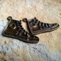 2 db Antik bronz Converse cipő medál, charm , Gyöngy, ékszerkellék, Fém köztesek, Alkotók boltja