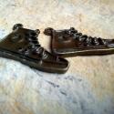 2 db Antik bronz Converse cipő medál, charm , Gyöngy, ékszerkellék, Fém köztesek, Antik bronz Converse cipő charm Ajánlom kulcstartónak, mobildísznek, Ha egy nyakláncra, karköt..., Alkotók boltja