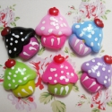 6 db-os Muffin cupcake cabochon kaboson szett, Dekorációs kellékek, Gyöngy, ékszerkellék, Édes muffin mintás cabochon csomag  Méret:16x20mm  6 különböző szín kerül egy csomagba.  Lapos hátta..., Alkotók boltja