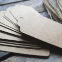 Nagy Kraft papírcédula biléta varrásokhoz- 25db, Papír, Dekorációs papír, Barna papírcédula madzaggal  25db/cs, mindegyikhez saját madzag  Méret: 4 x 7cm  Anyaga: 350g/m2 pap..., Alkotók boltja