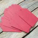 Piros papírcédula biléta varrásokhoz- 25db, Papír, Dekorációs papír, Piros papírcédula madzaggal  25db/cs, zsineg nincs a termékhez!  Méret: 4 x 7cm  Anyaga: 300g/m2 pap..., Alkotók boltja