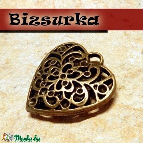 Antik bronz áttört szív II. medál, charm, Gyöngy, ékszerkellék, Alkotók boltja