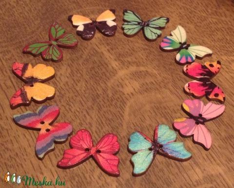Pillangó alakú fa gomb - 10 db, Gomb, Dekorációs kellékek, Alkotók boltja