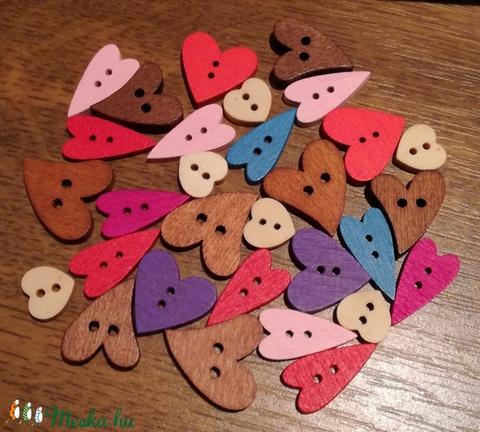Vegyes szív alakú fa gombcsomag - 30 db, Fa, Gomb, Alkotók boltja