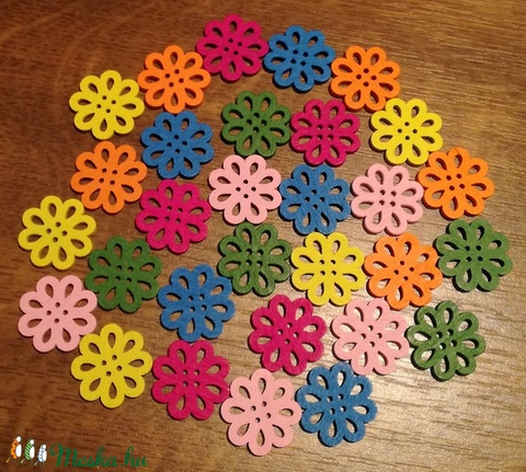 Színes virág alakú fa gombok - 30 db (23 Ft/db), Fa, Gomb, Alkotók boltja