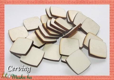 Fa kerekített élű négyzet - 2.2 x 2.2 cm - 30 db - 10 Ft/db, Dekorációs kellékek, Fa, Alkotók boltja