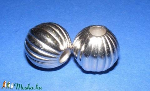 Felületkezelt műanyag köztes-54 (gömb - függőleges csíkos/1 db), Gyöngy, ékszerkellék, Alkotók boltja