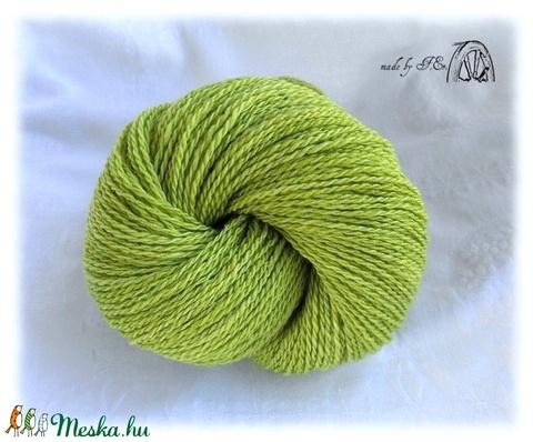 Kézzel font gyapjú fonal üde világos zöld színben, Fonal, cérna, Gyapjúfonal, Alkotók boltja