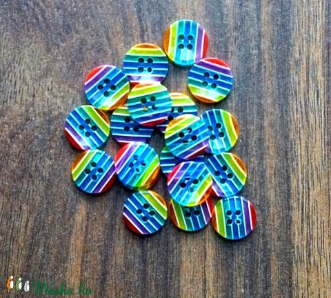 Szivárványos, Kerek csíkos műanyag gomb 20 db, Dekorációs kellékek, Gomb, Alkotók boltja