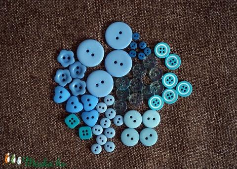 Gyönyörű kék színű gomb válogatás 50 db, Dekorációs kellékek, Gomb, Alkotók boltja