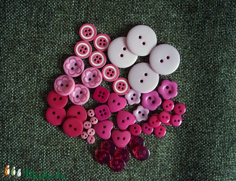 Gyönyörű rózsaszín műanyag gomb válogatás 50 db, Dekorációs kellékek, Gomb, Alkotók boltja