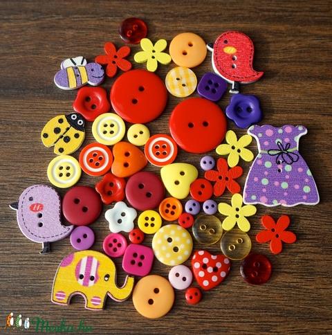 Lányos vegyes színű gombválogatás fa és műanyag gombokkal, Dekorációs kellékek, Gomb, Alkotók boltja