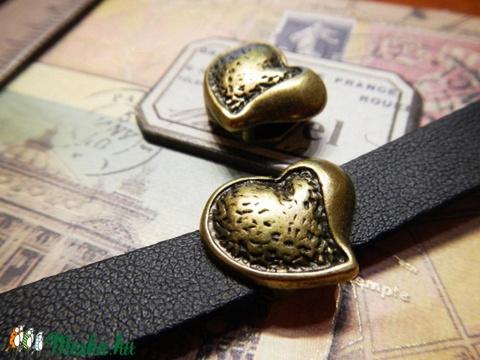 Szív, köztes gyöngy 10 mm-es lapos bőrhöz / 1db, Gyöngy, ékszerkellék, Fém köztesek, Alkotók boltja