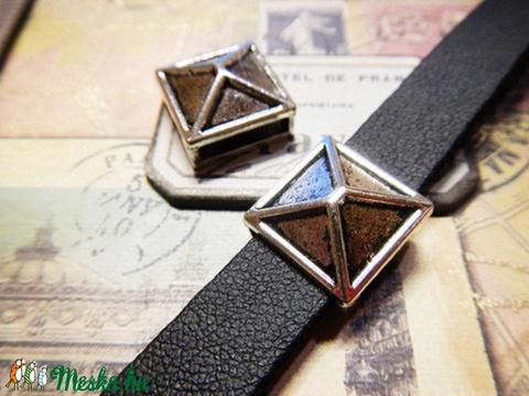 Piramis, köztes gyöngy 10 mm-es lapos bőrhöz / 2db, Gyöngy, ékszerkellék, Fém köztesek, Alkotók boltja