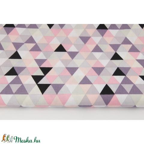 Színes háromszög mintás pamutvászon, geometriai mintás textil, szürke, korall, lazac és lila színű háromszög minták, Textil, Alkotók boltja