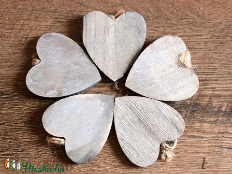 5 db fa szív függő, Fa, Dekorációs kellékek, Alkotók boltja