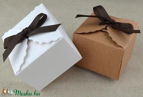 Fehér vagy natúr ajándékdoboz, Csomagolóanyag, Papír, Alkotók boltja