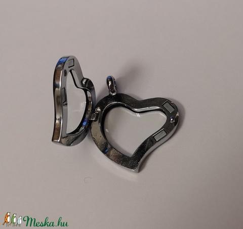Ezüstözött nyitható szív medál alap (30,5 mm) lánccal, Gyöngy, ékszerkellék, Egyéb alkatrész, Alkotók boltja