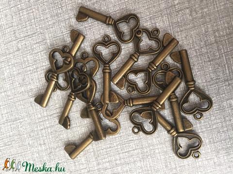 Fém kulcs fityegő,medál, Gyöngy, ékszerkellék, Egyéb alkatrész, Alkotók boltja