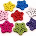 Fa ornament virág 30g/cs, Gyöngy, ékszerkellék, Egyéb alkatrész, Fa ornament virág 30g/cs Kb 100db/cs vegyes szinben ld kép Fafiligrán 24*24mm virág, Alkotók boltja