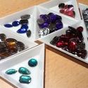 Varrható strassz azonos szin, különböző formák , Dekorációs kellékek, Egyéb kellékek, 40g kb 200 db Válassz szint! kék, zöld, lila, rózsa, piros, aranybarna Méretek: kerek: 1.2 cm tégla:..., Alkotók boltja