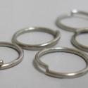 - 5 mm ezüst szinű szerelőkarika nikkelm. 50 db/cs., Gyöngy, ékszerkellék, Egyéb alkatrész, Nikkelmentes szimpla ezüst szinű karika.  Mennyiség: 50 db / csomag  Méret: 5 mm , Alkotók boltja