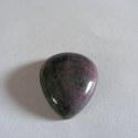 - Rubin zoisit cabochon 38 x 23 mm, Gyöngy, ékszerkellék, Cabochon, Rubin zoisit ásvány. Természetes csepp alakú cabochon.  Befoglalható gyógyítókő.  Méret: 38 x 23 mm ..., Alkotók boltja