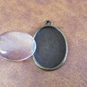 - 1 db Antik sárgaréz medálalap + üveg lencse nikkelm., Gyöngy, ékszerkellék, Egyéb alkatrész, Ovál alakú, antik sárgaréz medálalap + üveg lencse. Nikkelmentes.  A medál mérete:  32 x 20,..., Alkotók boltja
