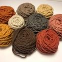 Magyar gyapjúfonal különféle színekben, Fonal, cérna, Gyapjúfonal, 100 % gyapjú fonalak különböző színekben. Ttex:~400  (Nm: ~2,5)  3 ágú, jól használható a normál mér..., Alkotók boltja