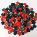 Piros-zöld gombok, Gomb, Műanyag gomb, Varrás, Gomb, 130 db piros és zöld színű műanyag gomb. Karácsonyi dekorációhoz is tökéletes:)  Méret:10-20 mm  Ár..., Alkotók boltja