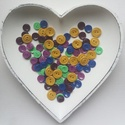 100 db színes gomb, Gomb, Műanyag gomb, Varrás, Gomb, Lila, okker, zöld és kék színű műanyag gomb.  Méret:14-18 mm  Ára: 900 Ft / 100 db, Alkotók boltja
