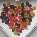 80 db színes gomb E, Gomb, Műanyag gomb, Okkersárga, lila, pink és zöld színű műanyag gombok  Méret:15-20 mm  Ára: 800 Ft / 80 db, Alkotók boltja