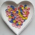 80 db színes gomb, Gomb, Műanyag gomb, Sárga, pink, rózsaszín és kék színű műanyag gombok  Méret:15-20 mm  Ára: 800 Ft / 80 db, Alkotók boltja
