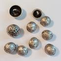 Díszes fémgombok, Gomb, Fém gomb, Mintás fémgombok.  méret: 15-18 mm  db: 10  ár: 850,- Ft, Alkotók boltja
