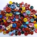 200 db-os gombcsomag (1.sz.), Gomb, Műanyag gomb, A csomag 200 db műanyag gombot tartalmaz különféle színekben. Méret: 10-30 mm Ár: 1500,- Ft /..., Alkotók boltja